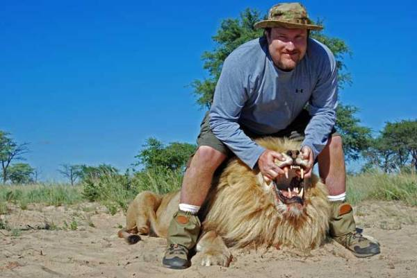 trophy-hunting-lions-in-south-africa